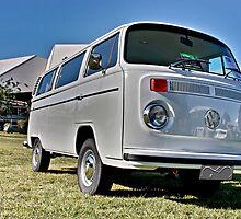 White bay window Volkswagen Kombi at Volksfest 2015 by Ferenghi