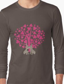 Kissing French Bulldogs! Cute Valentines Day Design Long Sleeve T-Shirt