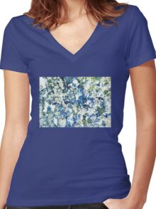 Blue and White Daisies Women's Fitted V-Neck T-Shirt
