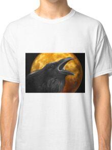 Raven with orange full moon Classic T-Shirt