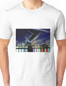 MILENNIUM BRIDGE AT NIGHT LONDON Unisex T-Shirt