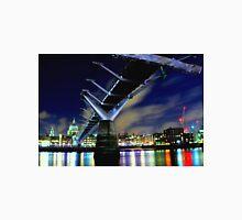 MILENNIUM BRIDGE AT NIGHT LONDON Unisex T-Shirt