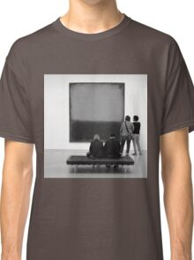 PEOPLE AT AN EXHIBITION (MONOTONE) Classic T-Shirt