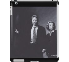 Original Charcoal Drawing of Dana Scully and Fox Mulder from X Files iPad Case/Skin