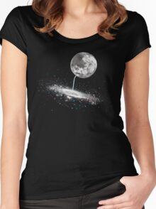 Luna Finds A Drink Women's Fitted Scoop T-Shirt