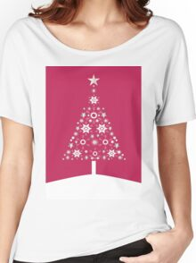 Christmas Tree Made Of Snowflakes On Red Background Women's Relaxed Fit T-Shirt