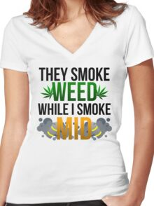 I SMOKE MID Women's Fitted V-Neck T-Shirt