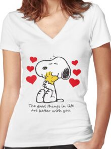 snoopy love Women's Fitted V-Neck T-Shirt