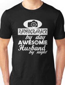 PHOTOGRAPHER HUSBAND Unisex T-Shirt