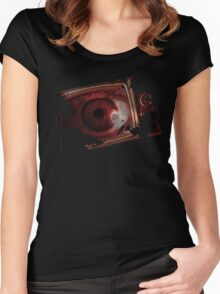 TV eye Women's Fitted Scoop T-Shirt