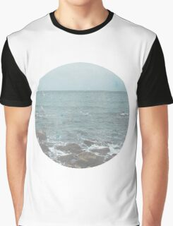 Rocky Beach Travel Photography Graphic T-Shirt