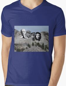 Russe mort mount pict Mens V-Neck T-Shirt
