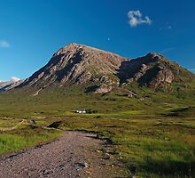 Lagangarbh Hut and Buachaille Etive Mor by Maria Gaellman