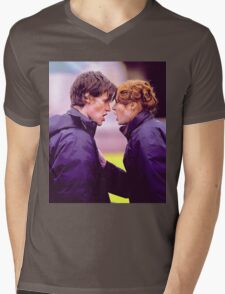 Matt Smith and Karen Gillan Mens V-Neck T-Shirt