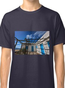 Traditional white house with pergola Classic T-Shirt