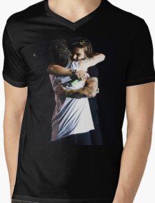 Larry hug Mens V-Neck T-Shirt