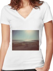 Retro Beach Women's Fitted V-Neck T-Shirt