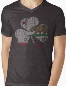Vintage Irish Flag of California Shamrock Mens V-Neck T-Shirt