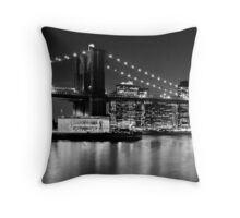 Night Skyline MANHATTAN Brooklyn Bridge black&white Throw Pillow