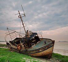 Island Queen beached by Maria Gaellman