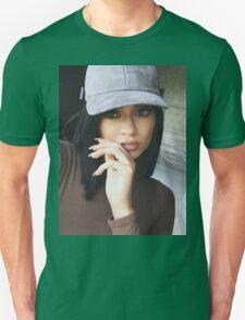 Kylie Jenner Hat 2 Unisex T-Shirt