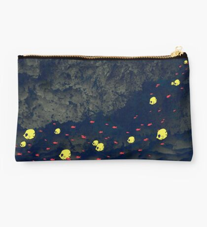 Fish in troubled water Studio Pouch