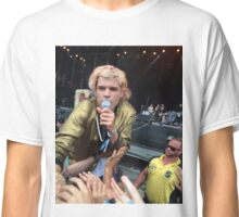 crowd surf Classic T-Shirt