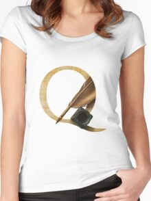 Q for Quill Women's Fitted Scoop T-Shirt