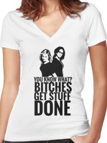 """Amy Poehler & Tina Fey - """"Bitches Get Stuff Done"""" Women's Fitted V-Neck T-Shirt"""