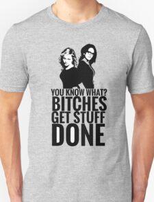 "Amy Poehler & Tina Fey - ""Bitches Get Stuff Done"" Unisex T-Shirt"
