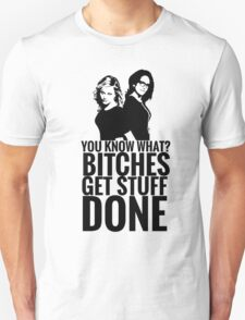 "Amy Poehler & Tina Fey - ""Bitches Get Stuff Done"" T-Shirt"