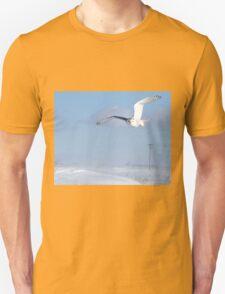 Windswept snowy owl T-Shirt