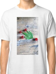 Red berries Comet Classic T-Shirt