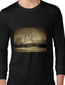A digital painting in an old print style of a Romanian Winter scene Long Sleeve T-Shirt