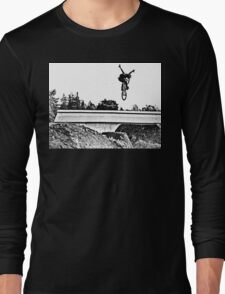 Tuck No-hander in Santa Cruz T-Shirt