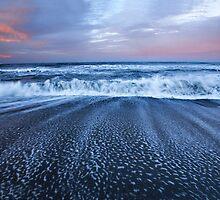 Pacific Ocean Waves by dawn2dawn