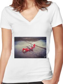 Chillin' on the water Women's Fitted V-Neck T-Shirt
