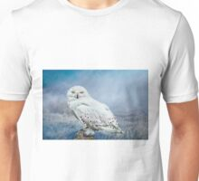 Snowy Owl in mist Unisex T-Shirt
