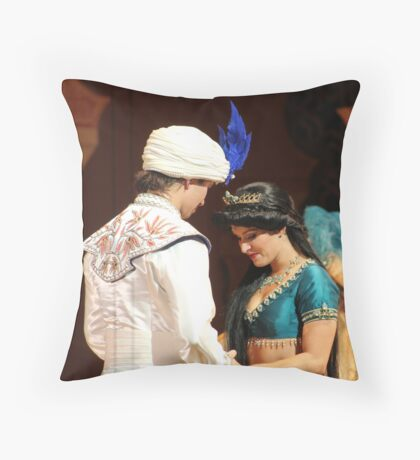 Aladdin's final performance Throw Pillow