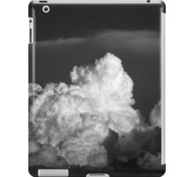 STORM BUILDING IN THE HORIZON iPad Case/Skin