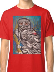 snowy owl with red star Classic T-Shirt