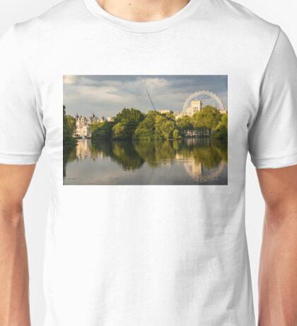 Sunlit Landmarks - St James's Park Lake Reflections in London UK Unisex T-Shirt