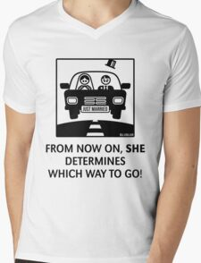 Just Married – From now on, she determines which way to go! (UK) Mens V-Neck T-Shirt