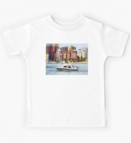 Maryland - Cabin Cruiser by Baltimore Skyline Kids Tee