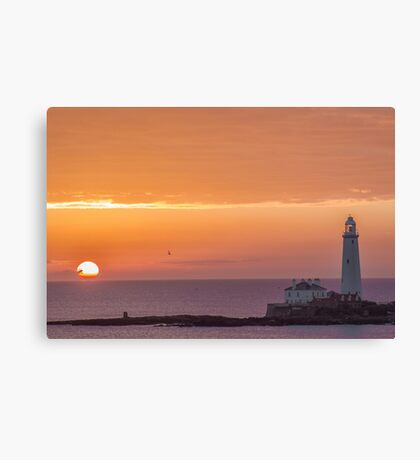 Sunrise at st marys lighthouse whitley bay Canvas Print