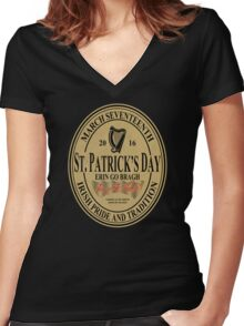 St. Patrick's Day - oval label Women's Fitted V-Neck T-Shirt