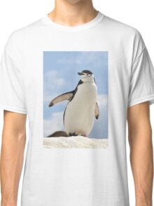 Chinstrap penguin keeps up appearances Classic T-Shirt