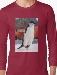Penguin on the move Long Sleeve T-Shirt