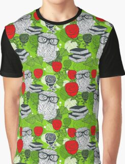 Red roses and clever owls. Graphic T-Shirt
