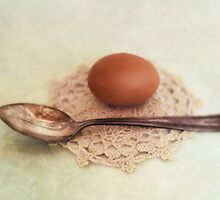 Egg and spoon by Priska Wettstein